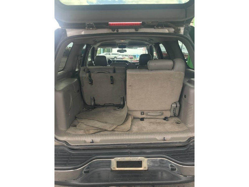 Chevrolet Tahoe 2004 price $2,500