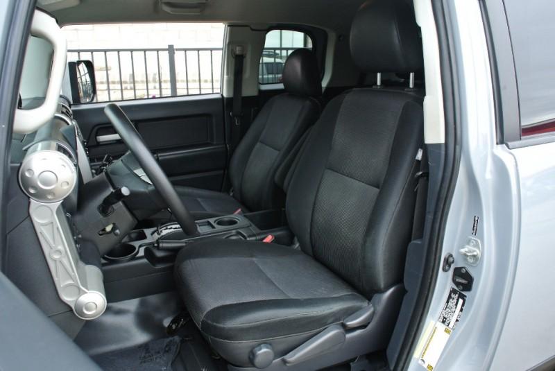 Toyota FJ Cruiser 2014 price $25,950