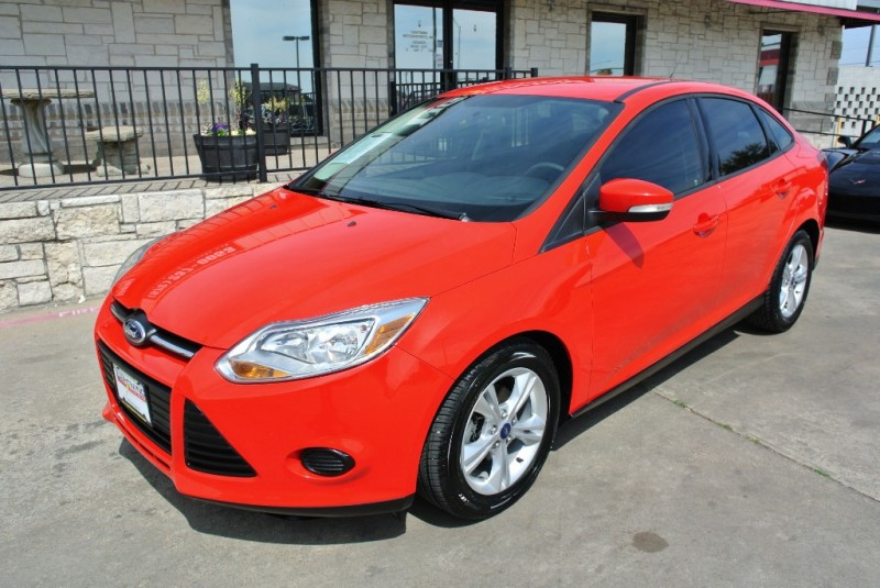 Ford Focus 2013 price $7,995