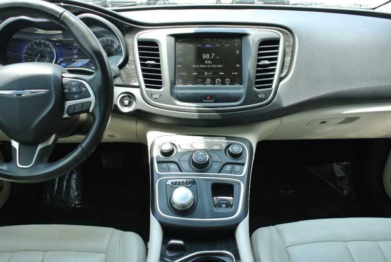 Chrysler 200 2015 price $10,950
