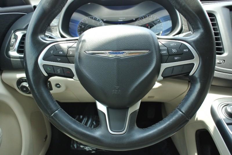 Chrysler 200 2015 price $10,950
