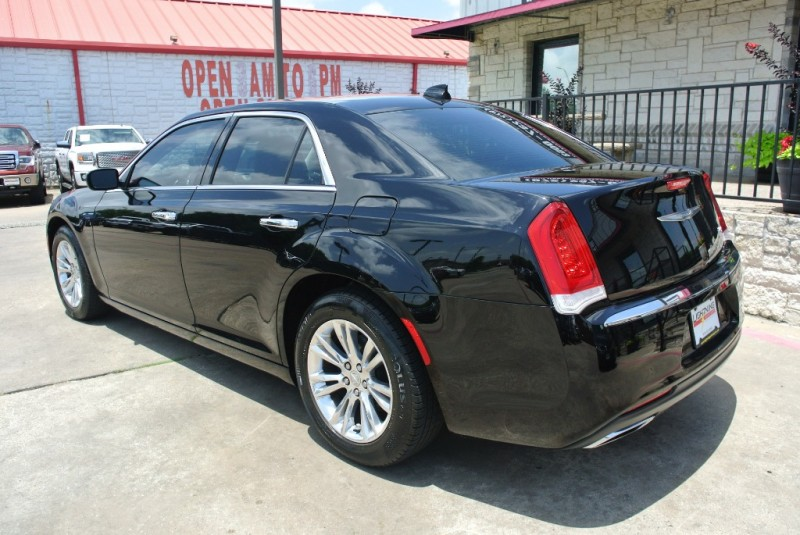 Chrysler 300 2016 price $18,450