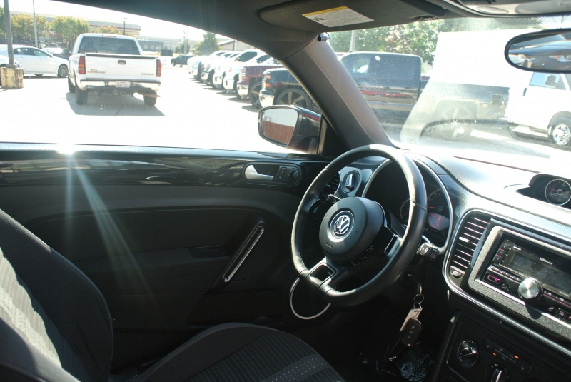 Volkswagen Beetle Coupe 2013 price $9,850
