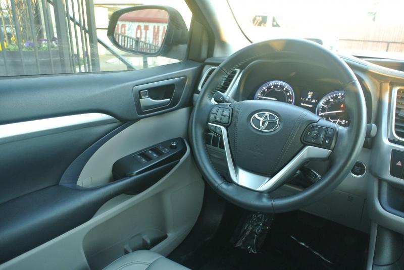 Toyota Highlander 2016 price $23,950