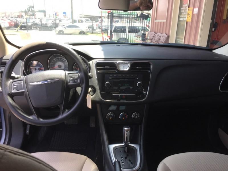 Chrysler 200 2014 price $11,200