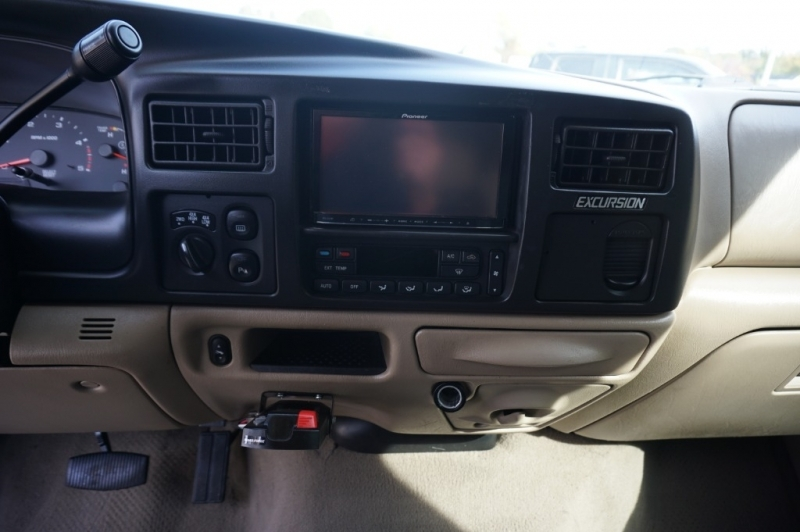 Ford EXCURSION 2005 price $19,995