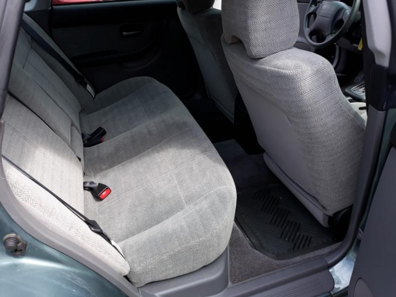 Subaru Legacy Sedan 2000 price $3,995