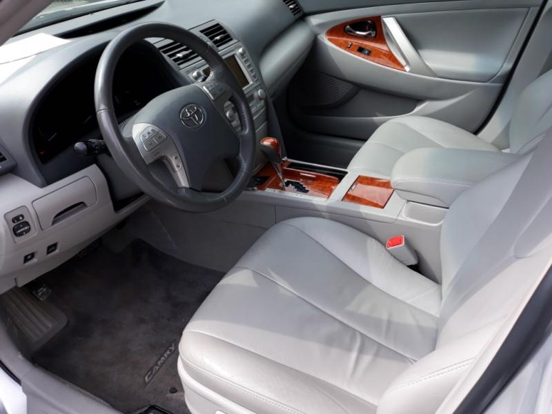 Toyota Camry Hybrid 2011 price $11,995