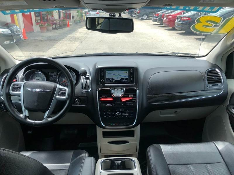 Chrysler Town and Country 2013 price $10,995