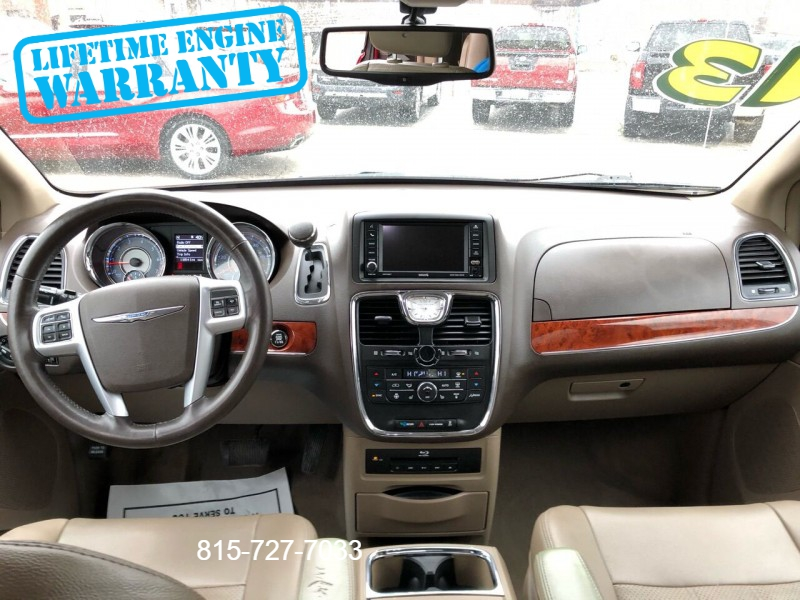 Chrysler Town and Country 2013 price $8,995