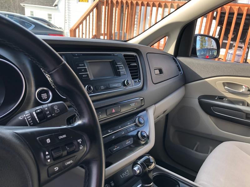 Kia Sedona 2015 price $12,895