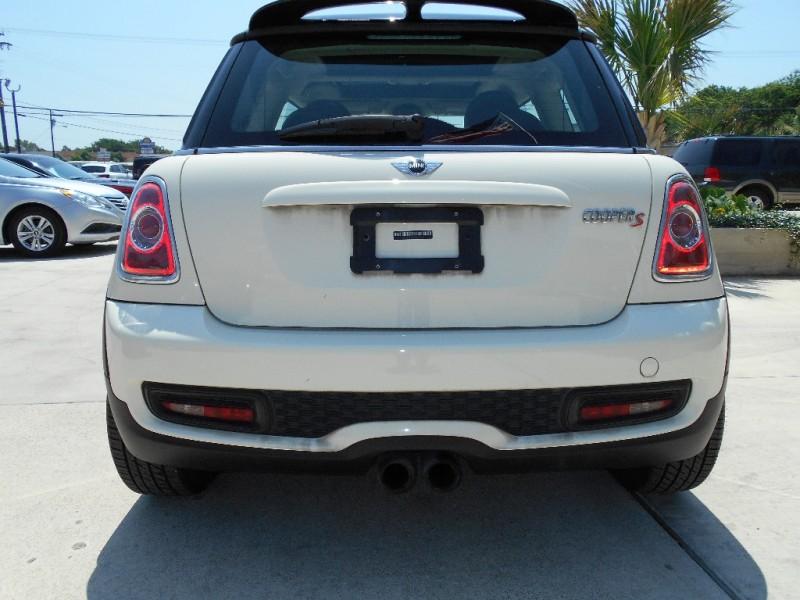 Mini Cooper Hardtop 2011 price $10,250