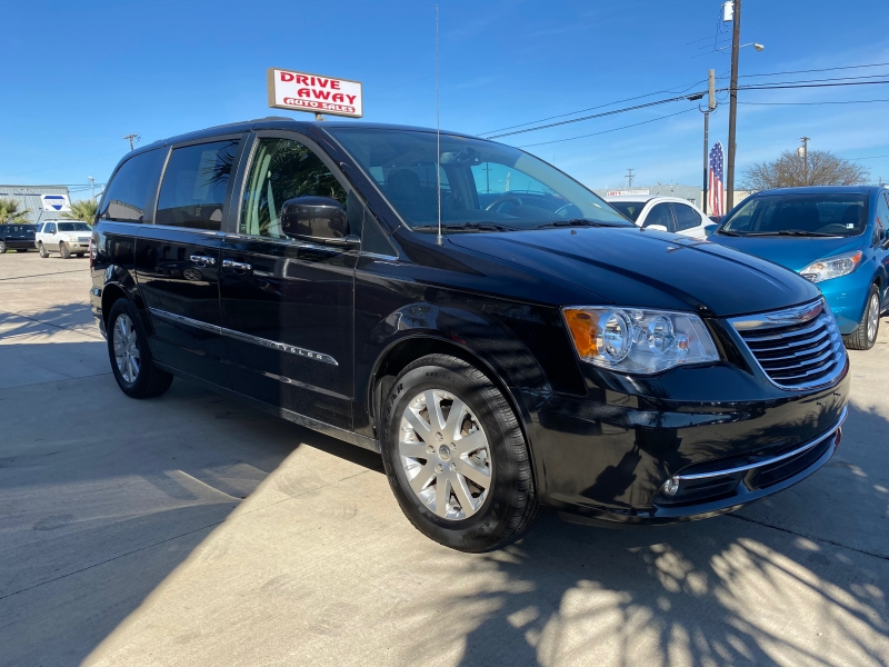 Chrysler Town & Country 2016 price $20,550