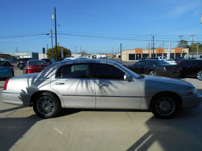 Lincoln Town Car 2008 price $5,999