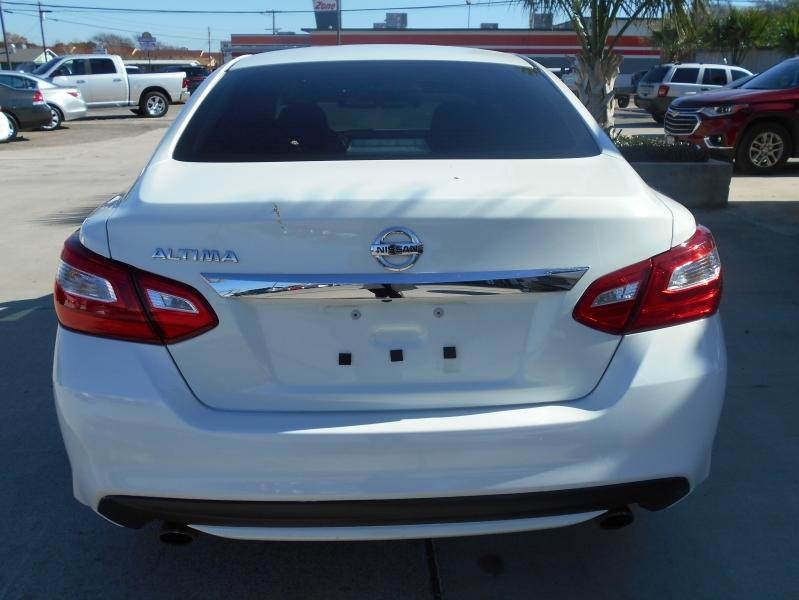 Nissan Altima 2016 price $13,999