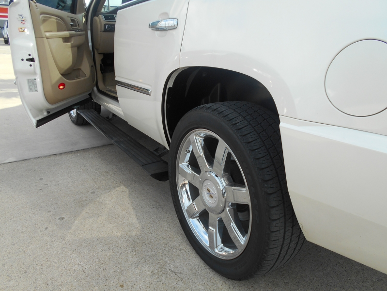 Cadillac Escalade 2010 price $19,550
