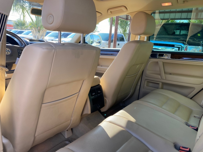 Volkswagen Touareg 2010 price $15,999