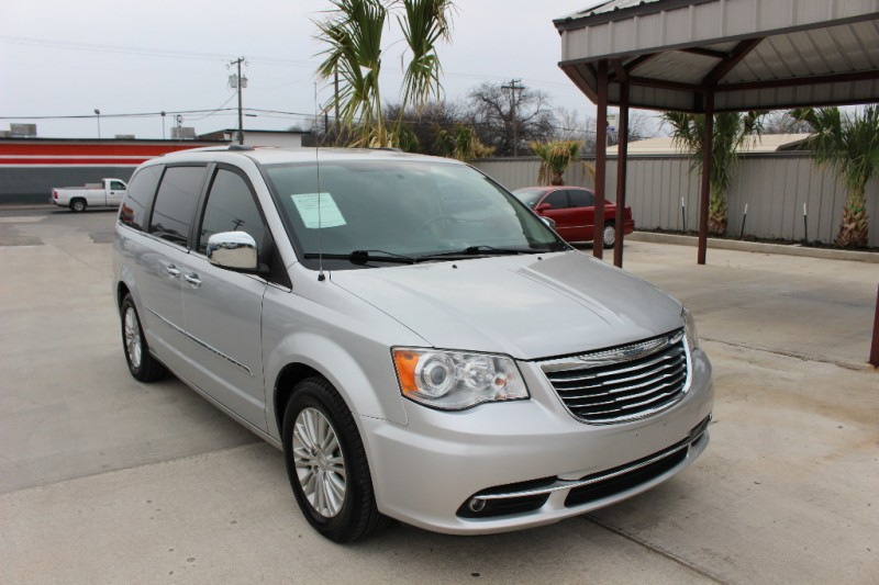 2012 chrysler town country 4dr wgn limited drive away for Drive away motors inventory