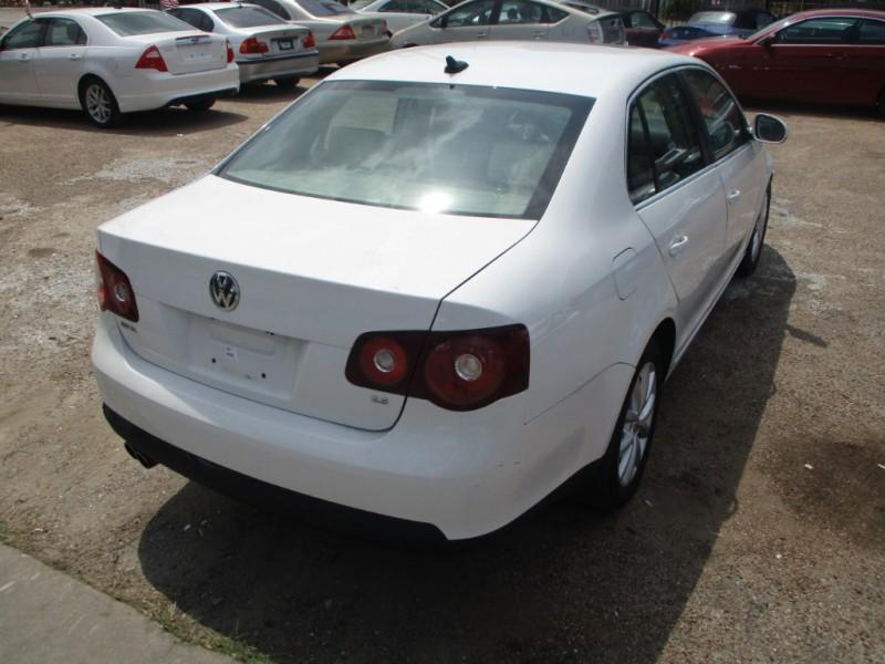 Volkswagen Jetta Sedan 2010 price $3,500