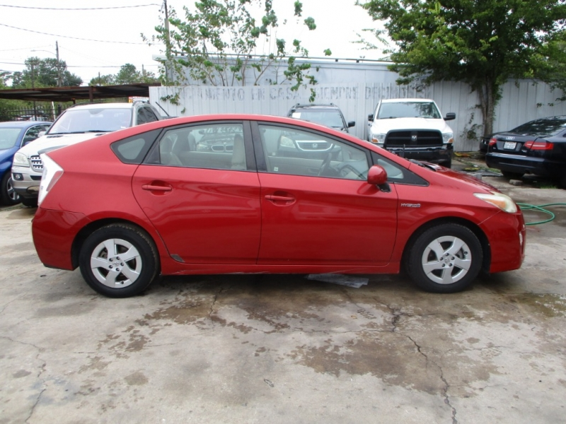 Toyota Prius 2011 price $5,900