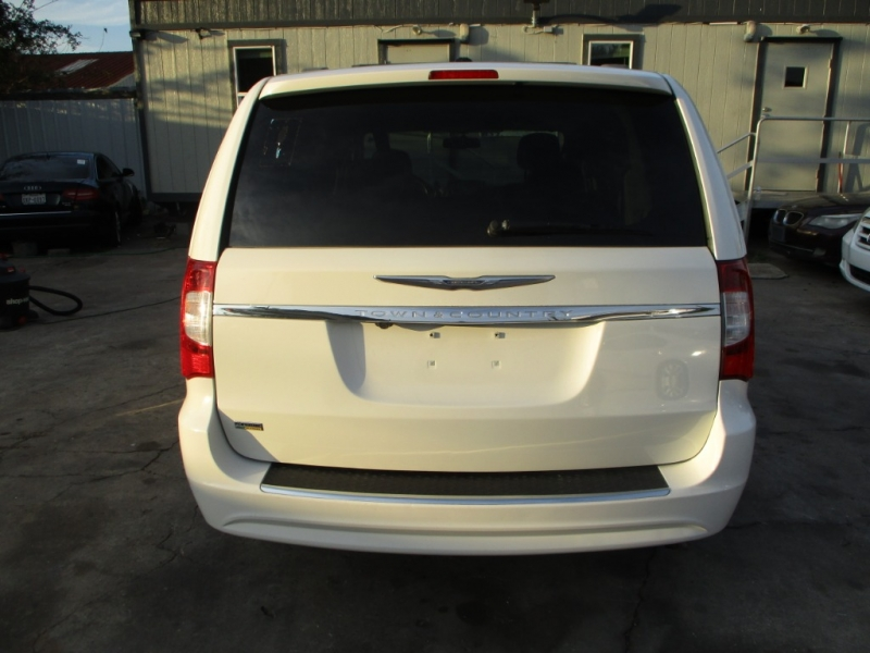 Chrysler Town & Country 2013 price $5,900