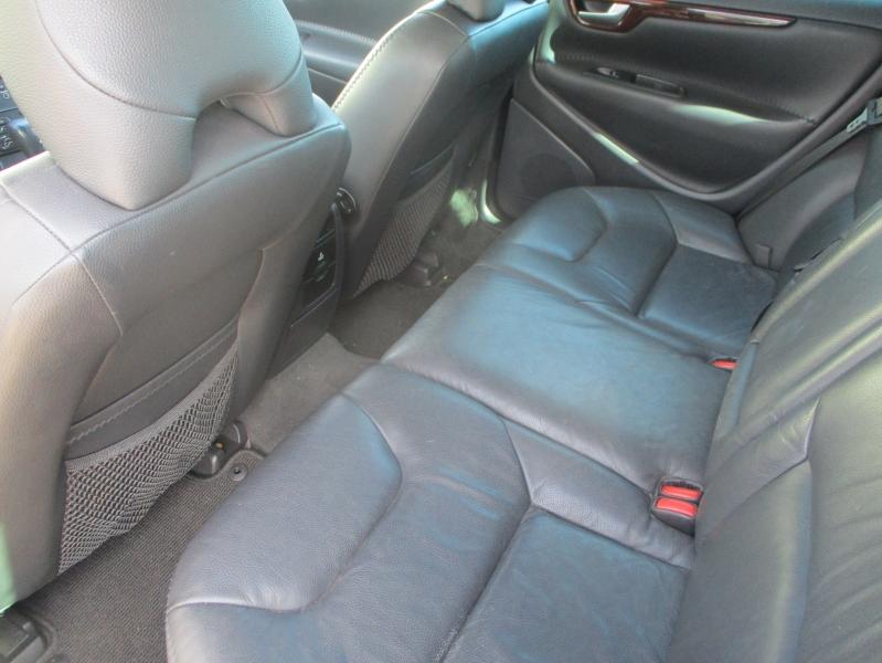Volvo XC70 2007 price $3,900