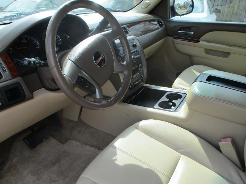 GMC Yukon XL 2012 price $8,900