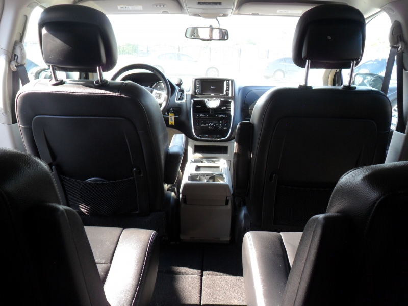 Chrysler Town & Country 2014 price $7,300