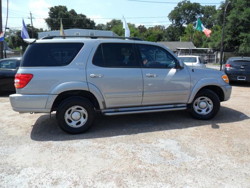 Toyota Sequoia 2004 price $3,900