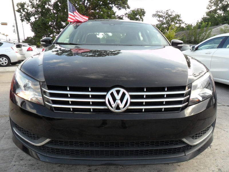 Volkswagen Passat 2013 price $5,900