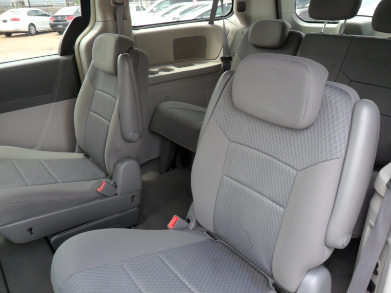 Chrysler Town & Country 2009 price $3,900