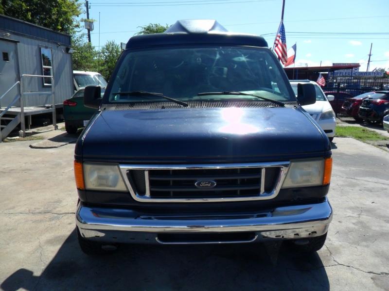 Ford Econoline Cargo Van 2003 price $6,900