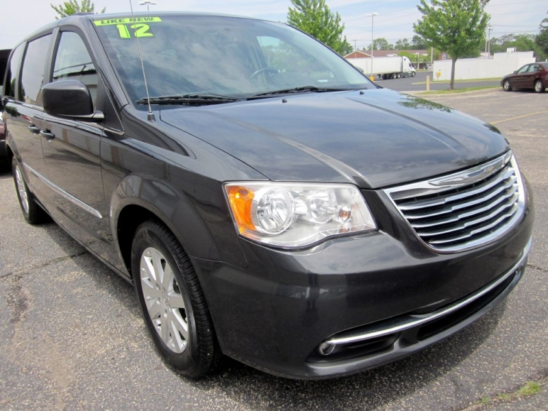 CHRYSLER TOWN & COUNTRY 2012 price $8,999