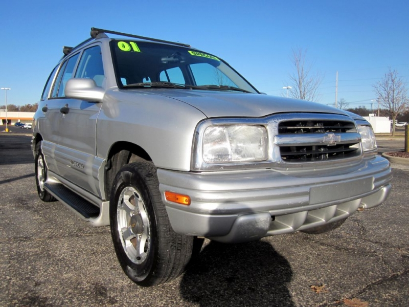 CHEVROLET TRACKER 2001 price $2,499
