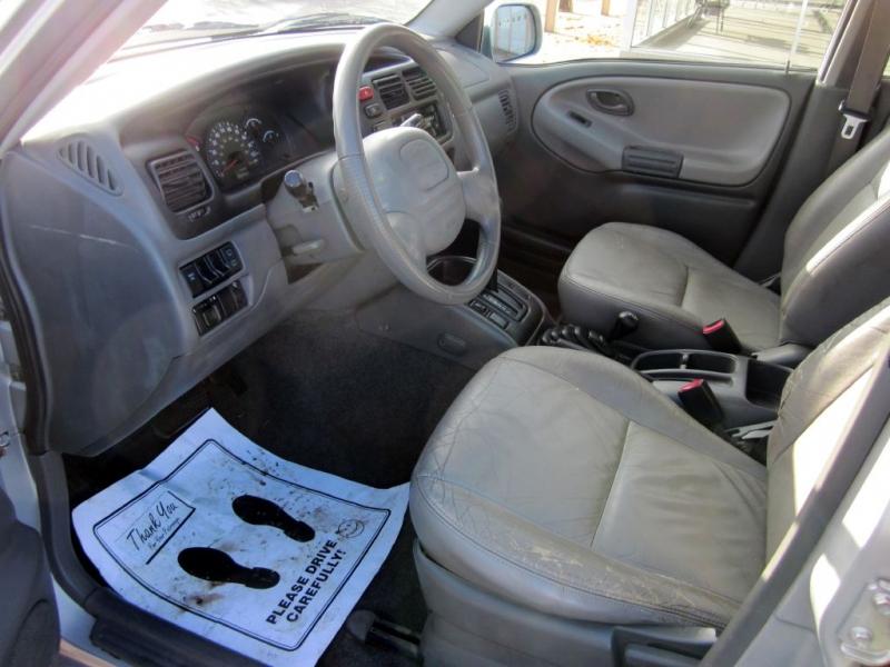 CHEVROLET TRACKER 2001 price $1,999