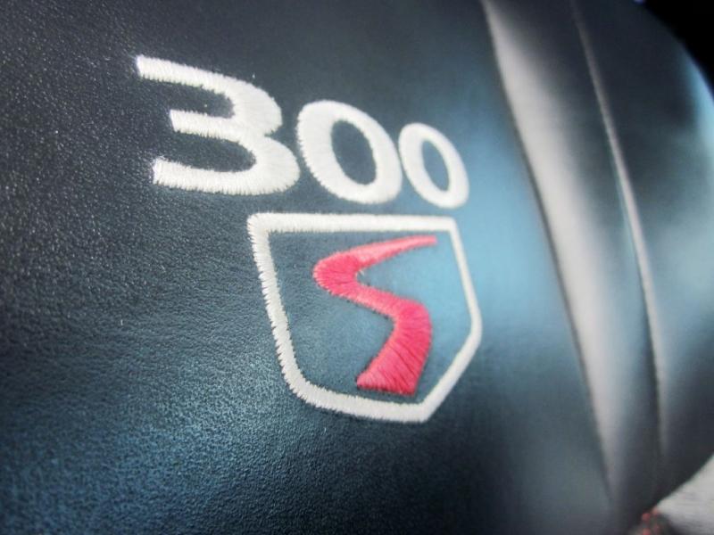 CHRYSLER 300 2010 price $8,999