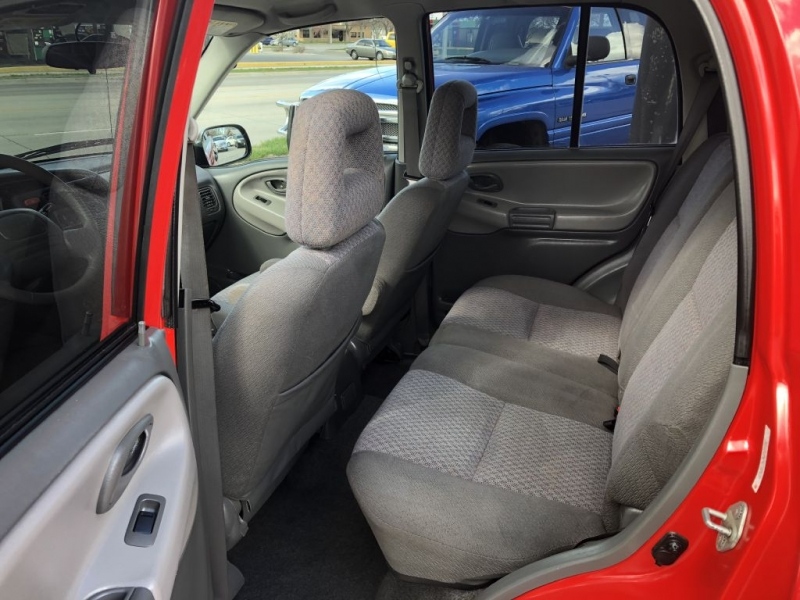CHEVROLET TRACKER 2004 price $3,995