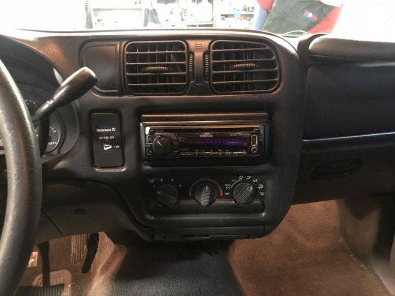 Chevrolet S-10 1999 price $2,980
