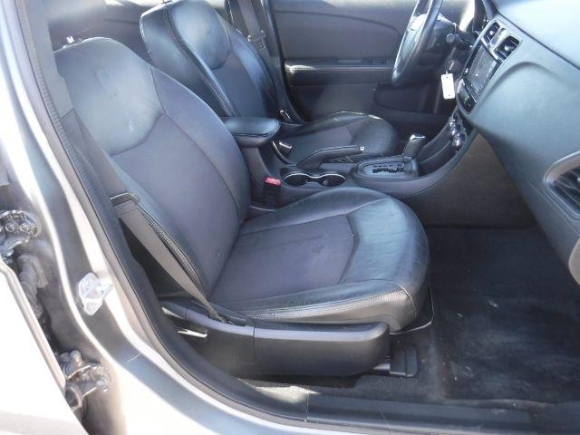 Chrysler 200 2013 price $9,555