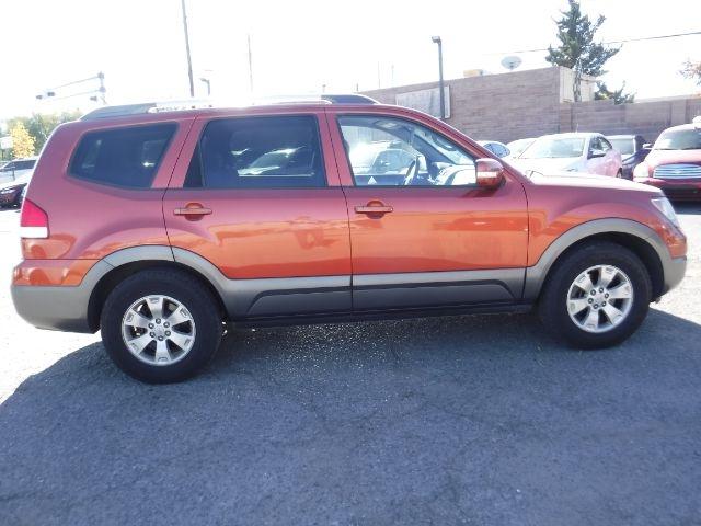 Kia Borrego 2009 price $6,555