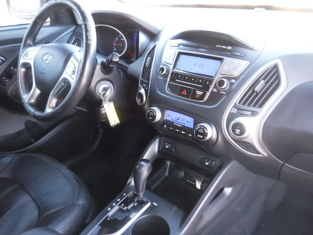 Hyundai Tucson 2011 price $7,888