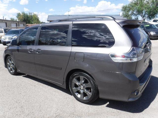 Toyota Sienna 2012 price $11,777