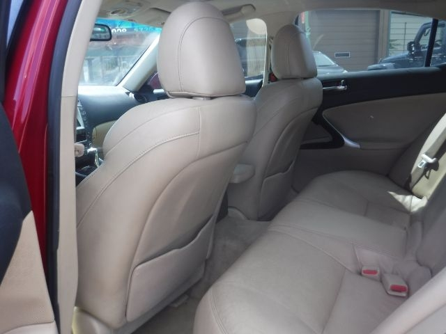 Lexus IS 2006 price $7,333