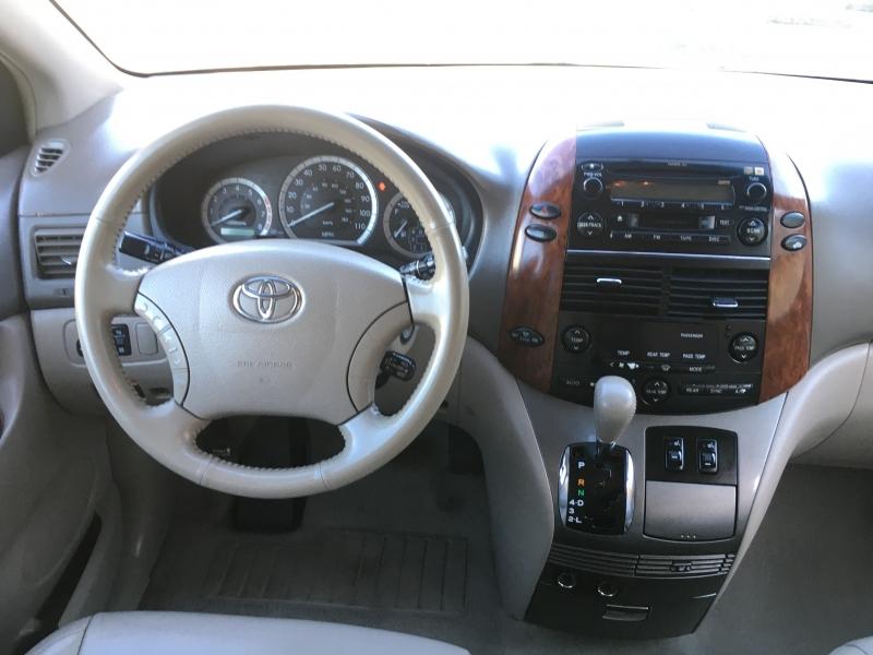 Toyota Sienna 2004 price $4,995