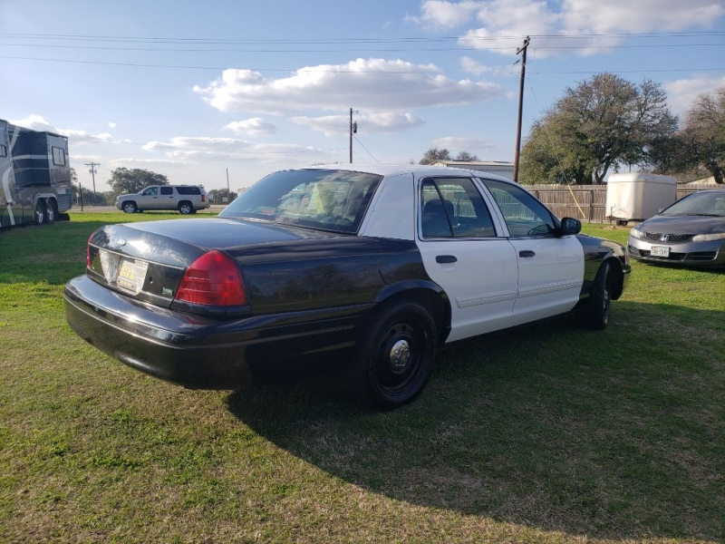 FORD CROWN VICTORIA 2010 price $3,950