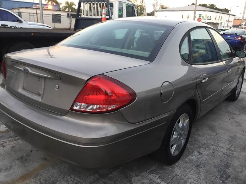 Ford Taurus 2006 price $1,995