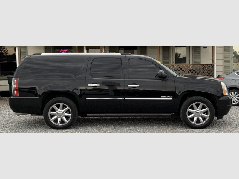 GMC YUKON XL 2011 price $15,500