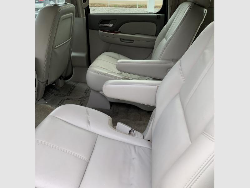CHEVROLET SUBURBAN 2012 price $13,800