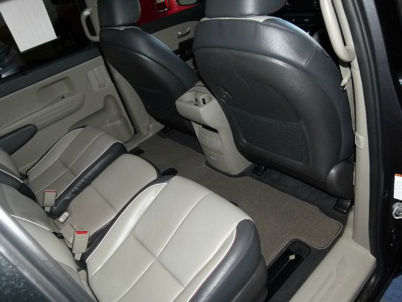 Kia Sedona 2017 price $14,400