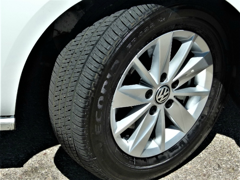 Volkswagen Golf 2019 price $19,400